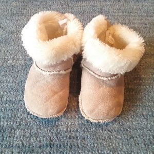 Lined winter baby boots. Soft suede